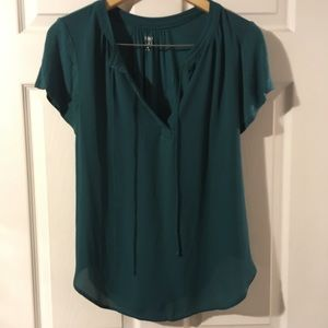 SoHo New York and company blouse Medium